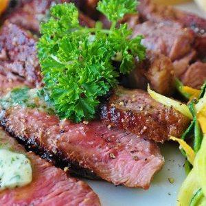 Rinderhüftsteak mit Salat